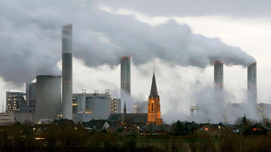The village of Gusdorf, west of Cologne, is pictured in front of the lignite-fired power plant Frimmersdorf of German RWE AG energy company December 3, 2006.